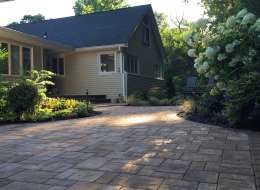 Cambridge pavingstone driveway and front walkway design